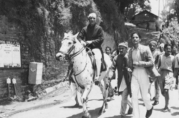 IN14_VSS_NEHRUHORSE__15-august-1947-indian independence day photos 1947
