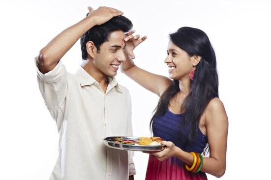 Convey Your Graceful Feelings Through Rakhi & Gifts on Raksha Bandhan