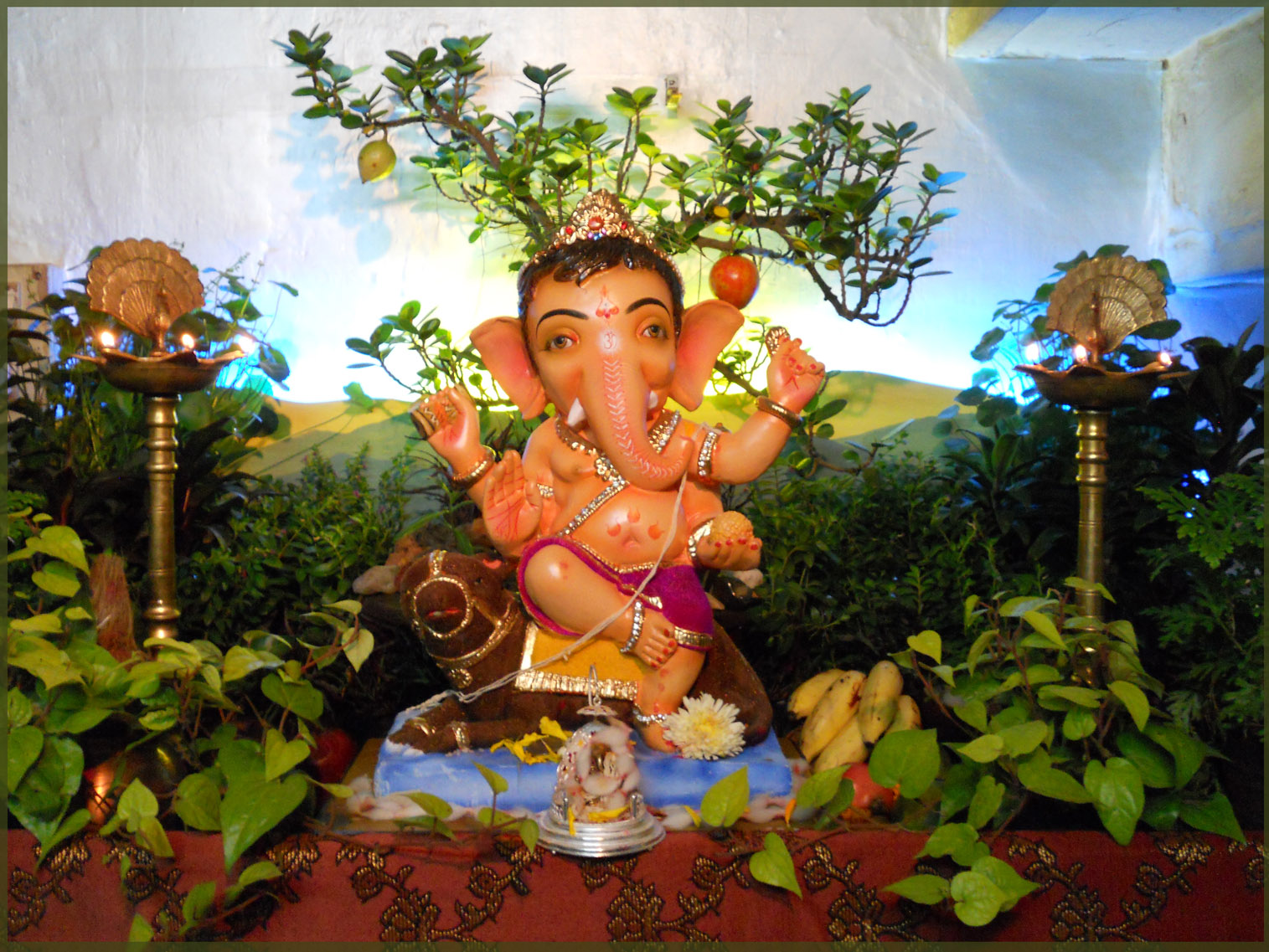 Ganpati decoration eco friendly photo joy studio design for Background decoration for ganpati
