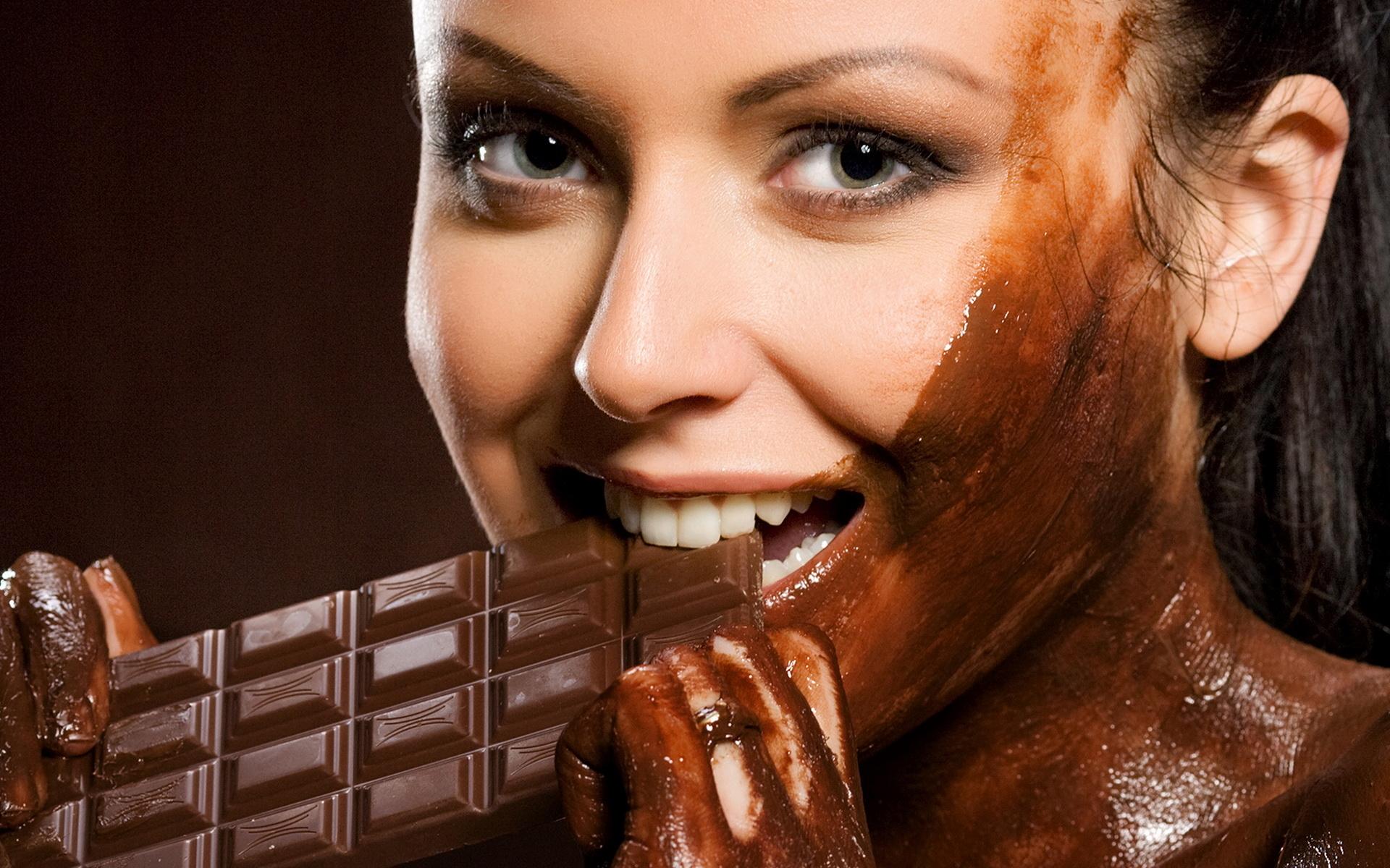 Girl_in_chocolate