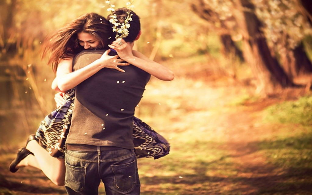 pleasing-couple-love-hug-wallpaper-2016