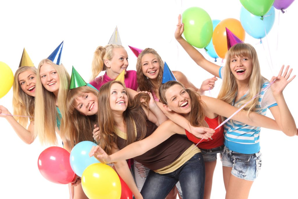 Birthday Gifts for Teens-girls-celebreting-birthday-with-baloon-and-birthday-cap