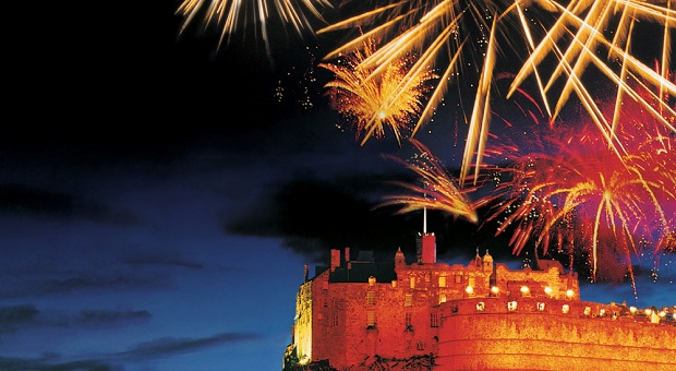 edinburgh-hogmanay-nye-fireworks-new-year-celebration