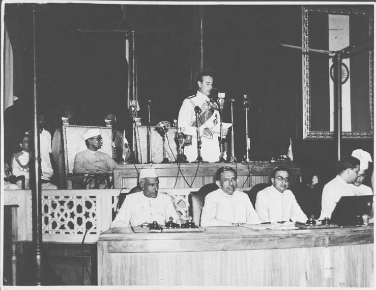 Mountbatten_addressing_the_Independence_Day_session_of_the_Constituent_Assembly_on_Aug_15,_1947
