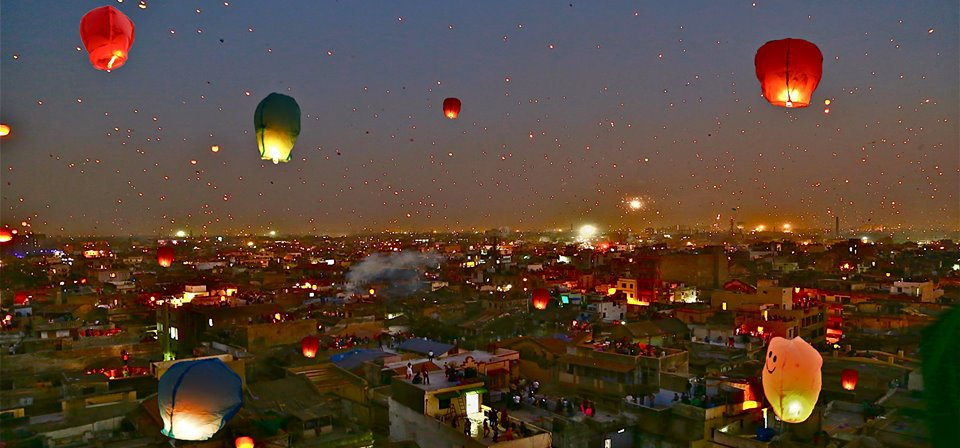 sky-filled-with-tukkal-ahmedabad-uttarayan_GUJARAT