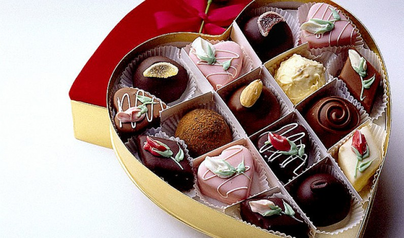Happy-Chocolate-day-full-with-chocolates-gift-pics