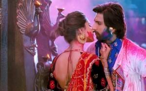 Deepika-and-ranveer-play-holi-in-Ram-Leela-movie-hd-wallpapers