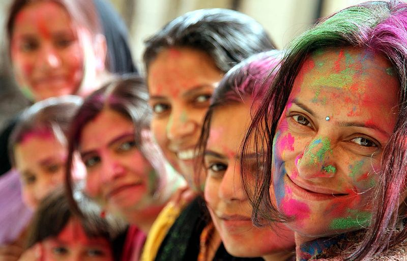 https://www.happywalagift.com/holi-photos-different-parts-india-celebrate-holi/