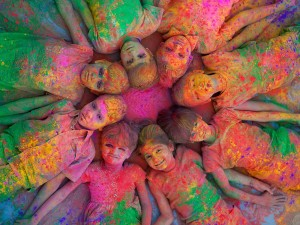 kids-making-fun-with-holi-colors