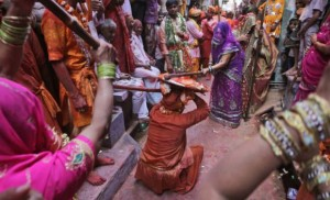 lathmar-holi-festival- Holi-Celebrated-in-UP