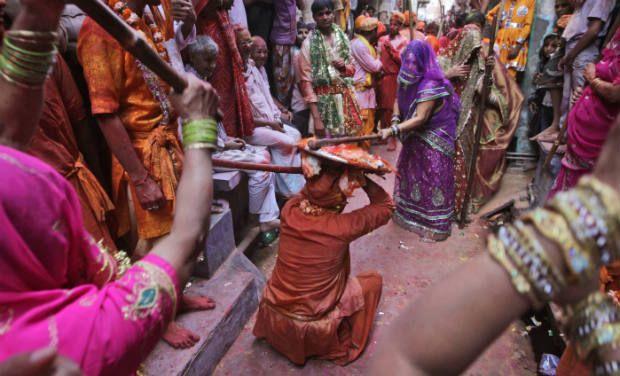 lathmar-holi-festival- Holi-Celebrated-in-UP