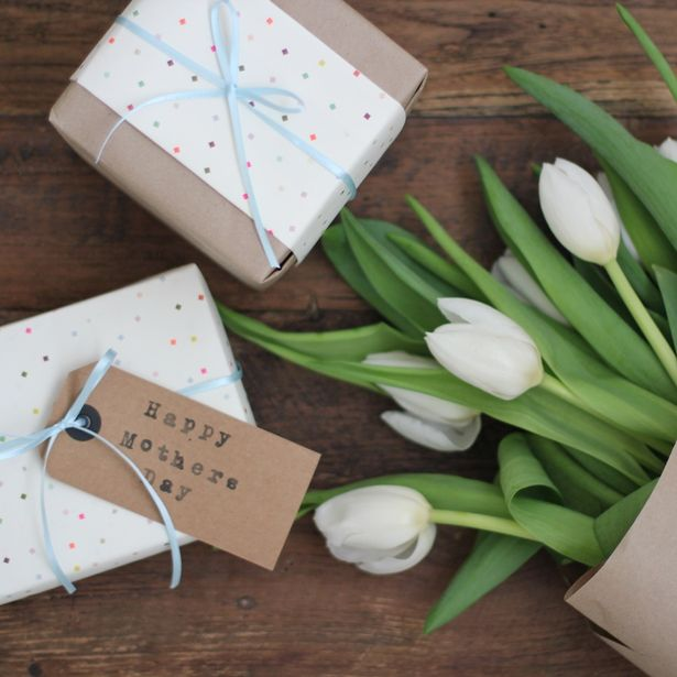 Mothers-Day-gifts-and-flowers